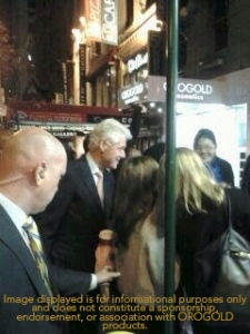 Bill Clinton in front of ORO GOLD Store