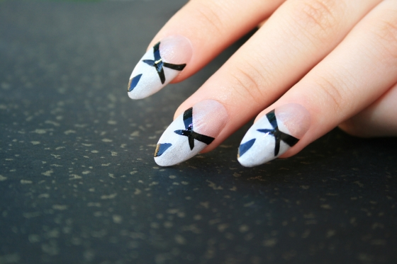 Geometric mani with stripes