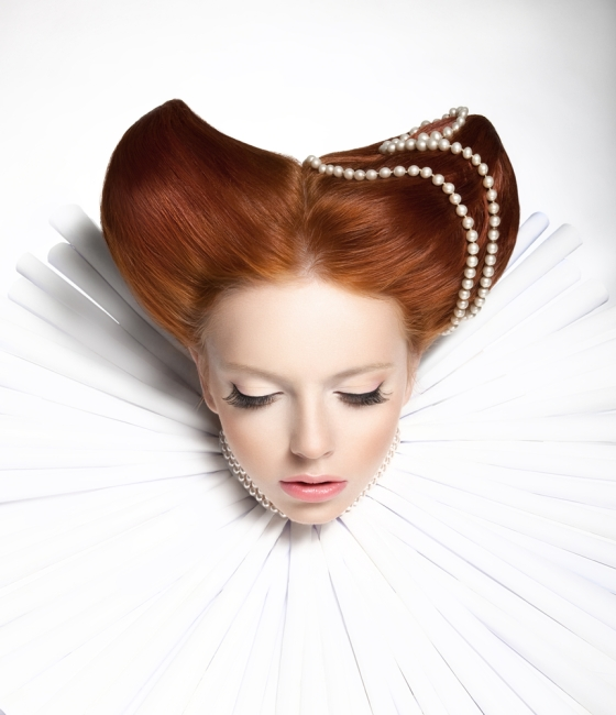 Royal woman with red hair, beautiful wide collar and pearls in her hair do