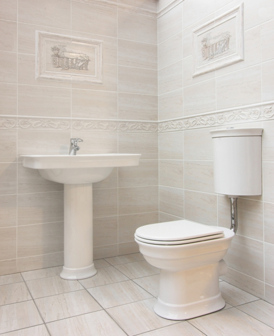 Light colored guest bathroom