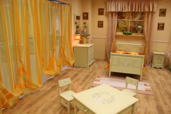 Children's bedroom with mini table and chairs
