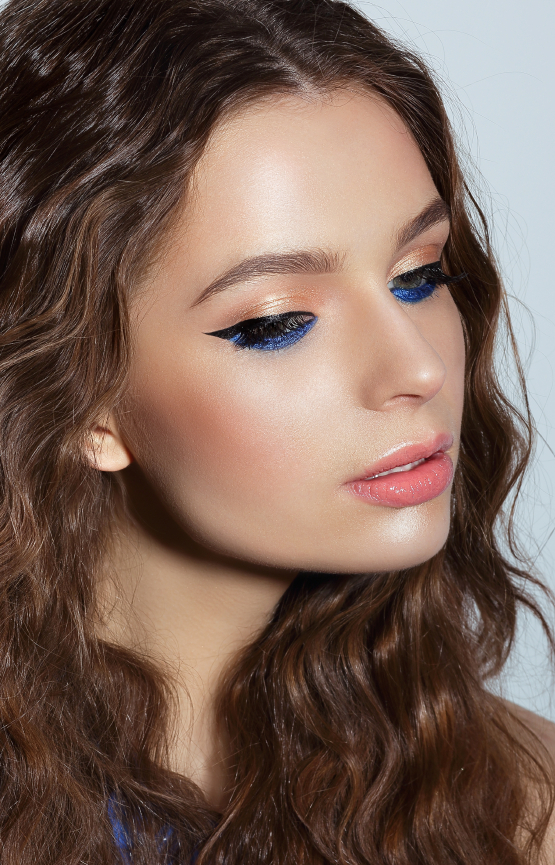 Bold eye liner look with black on top and blue on bottom