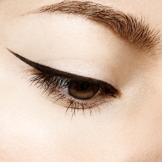 Eye with black liquid liner