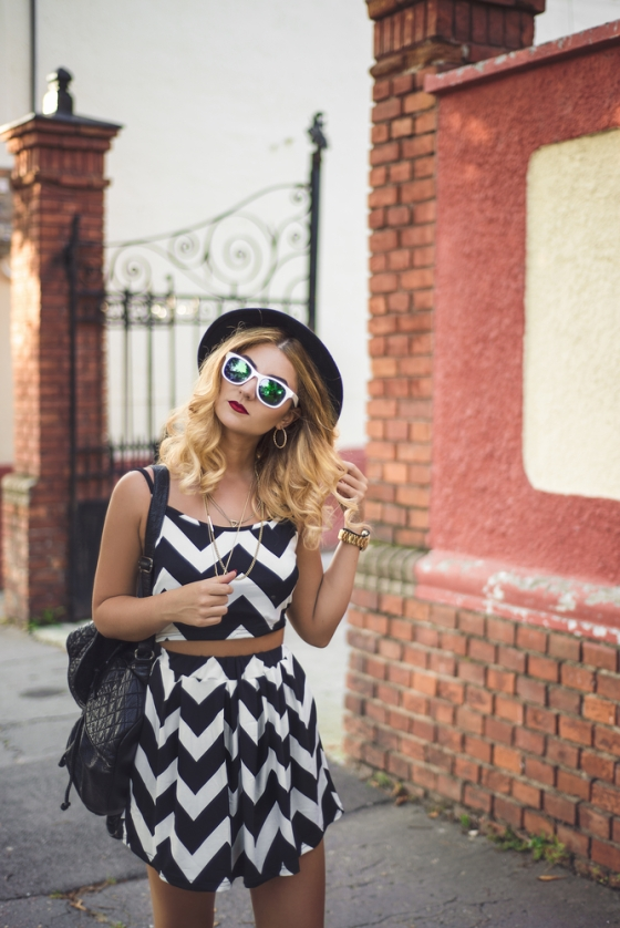 Stylish woman wearing sunglasses
