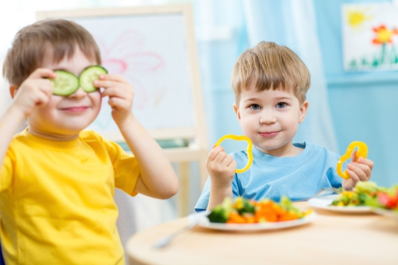 children eating healthy food